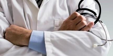 Időseket megvezető álorvosok állnak bíróság előtt