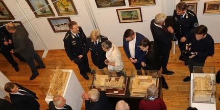 Baranyai rendőrök alkotásaiból nyílt kiállítás
