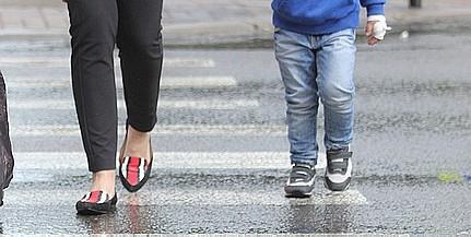 Zebrán sodort el egy gyereket egy autós Pécsett, az idős sofőr továbbhajtott