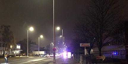 Teherautóval ütközött két személykocsi a Tüzér utcában