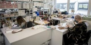Kétszáz varrónő naponta 25 ezer maszkot állít elő Pécsett
