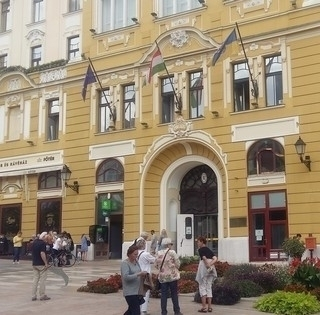 Nem igaz, hogy a kormány könyékig túr bele Pécs zsebébe, az elmaradó bevétel 540 millió lehet