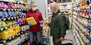 Szerdán dönt a kormány az idősek vásárlási idősávjáról, megszűnhet az időkorlát
