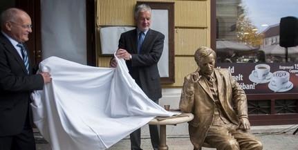 Döbbenet: a pécsi balliberálisok eltávolítanák Weöres Sándor szobrát a Király utcából
