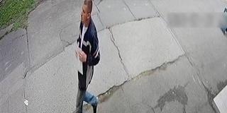Nagy orrú szatírt keresnek a pécsi zsaruk - Játszótérnél szúrta ki az áldozatát