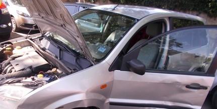 Téglaszállító kamionnal ütközött egy autó Pécsett