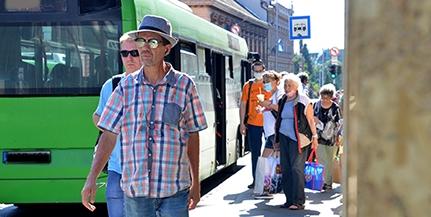 Káosz és össznépi buszfogócska a Rákóczi úton: aki nem elég élelmes, egyszerűen lemarad