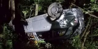 Tizenöt méter mély szakadékba zuhant egy autó Baranyában, a fák tartották meg