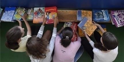 Szeptembertől minden nappali tagozatos tanuló ingyen kap tankönyvet