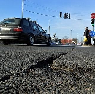 Aszfaltoznak Pécs belvárosában, kaotikus lesz a közlekedés, másképp járnak a buszok