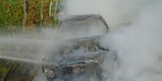 Kigyulladt és rommá égett egy autó Palkonyán