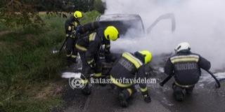 Lángolt egy kisteherautó Görcsönyben, még az aszfalt is megolvadt