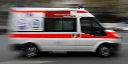 Busszal ütközött egy autó Pécsett, zajlik a mentés