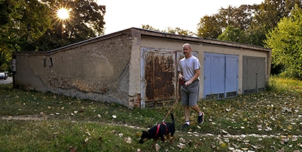 Ahol megállt az idő Pécsett: a Páfrány utcai garázssor a reménytelenség szimbóluma lehetne