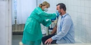 Egy baranyai édesanya vakcina helyett mérget remélt a fecskendőbe a mentősök számára