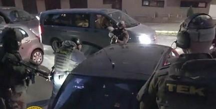 Kommandósok csaptak le egy fegyvert és lőszereket rejtegető párra Pécsett - Videó!
