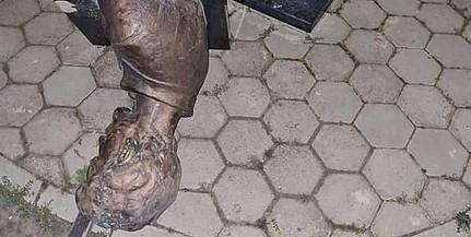 Ledöntötték Petőfi Sándor horvátországi mellszobrát