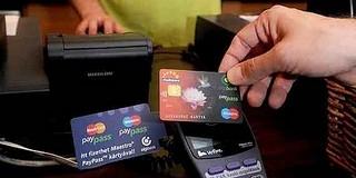 Készpénz helyett egyre inkább digitálisan fizetünk