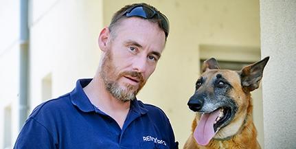 Már eltéphetetlen kötelékben dolgozik Velényi Zoltán járőrtársával, Tessy kutyával