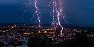 Zivatarra, intenzív esőzésre figyelmeztet a meteorológiai szolgálat