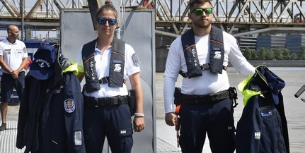 Új egyenruhát és új hajót kapott a dunai vízirendészet