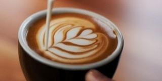 Elhülyíti az embereket a túl sok kávéfogyasztás