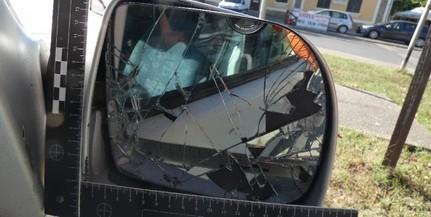 Két részeg egy idegen autóba ült be melegedni, majd szét is verték
