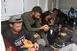 Tizennyolc migránst találtak egy teherautóban a sztrádán