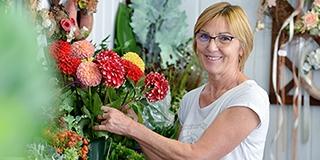 Új életre kelnek nála a virágok: Jávorfi Gabriella három évtizede vezeti saját boltját