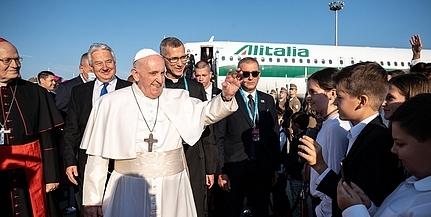 Vasárnap reggel megérkezett Budapestre Ferenc pápa