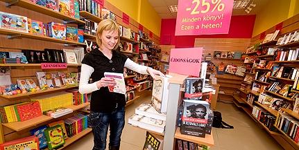 Ilyen még nem volt Pécsett: könyvtárszerű könyvesbolt nyílt a legújabb sikerkötetekkel