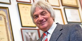 Pécsi Arcok - Dr. Szabó István professzor, a messze földön elismert szülész-nőgyógyász