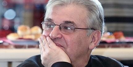 Stenczer Béla zárja a PTE mesékről szóló kampányát