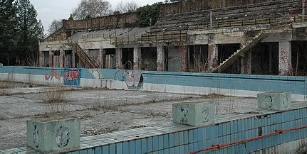 Körbefalazzák a Balokány strandot - Később kutatási központ és vizes játszótér épülhet a helyén
