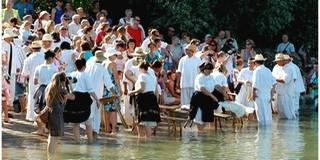 Sült keszeget is kínálnak a Dunai Mosásra Mohácsra érkezőknek