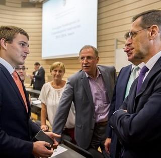 Varga Mihály Pécsett: magasabb színvonalú szakképzés kell a fejlődéshez