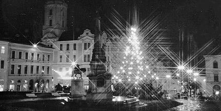Már száz éve is állt karácsonyfa a Széchenyi téren – Reklámhadjáratok a régi Pécs ünnepén