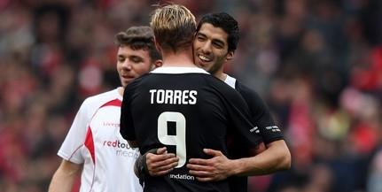 Torres mellett Suárezt is ki kellett volna állítani?