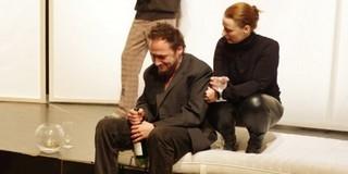Brecht Baal című darabját adják elő a JESZ színészei