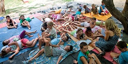 Ingyenes, mégis remek szórakozást ígérő táborokba várják a pécsi lurkókat a szünidőben