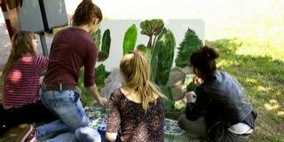 Filmszakos egyetemisták és pécsi középiskolások festményeiből nyílt kiállítás