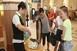 Vizet osztanak a pécsi vasútállomáson is a hőségben