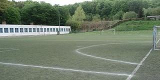 Felújított műfüves pályán focizhatnak a komlói gyerekek