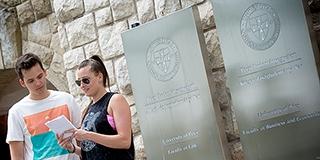 Helló cimbi, ez itt Pécs! - Önkéntesek is segítik a külföldi egyetemisták eligazodását Pécsett