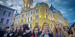 Pont Ott Party: ma este Pécsett a Széchenyi téren kiderül, kik lesznek egyetemisták