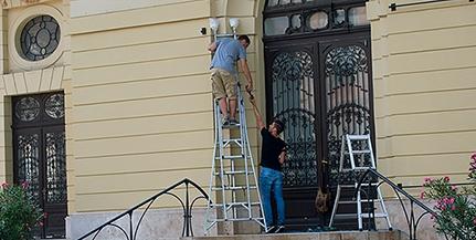 Nem húzták tovább: dolgoznak a kritikus állapotú Pécsi Nemzeti Színház felújításán