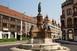 Ömlik a víz a Zsolnay-szobornál, elárasztja a körforgalmat