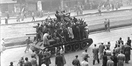 Az '56-os forradalom hőseire emlékeznek Komlón