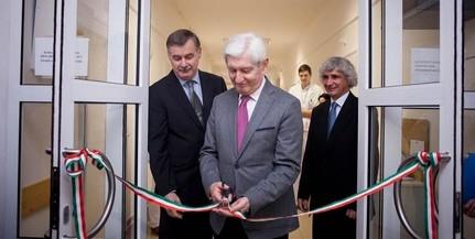 Húszágyas osztállyal bővült a PTE Klinikai Központja, hiánypótló az új kórházi részleg
