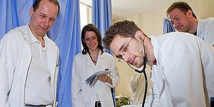 Bárki kipróbálhatja magát sebészként a PTE nyílt napján